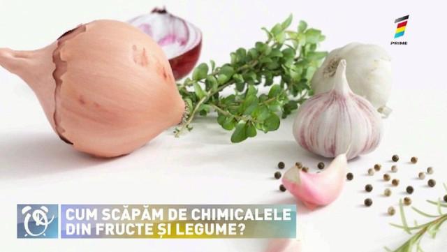 Trucuri geniale! Cum poți scăpa de pesticidele de pe fructe și legume