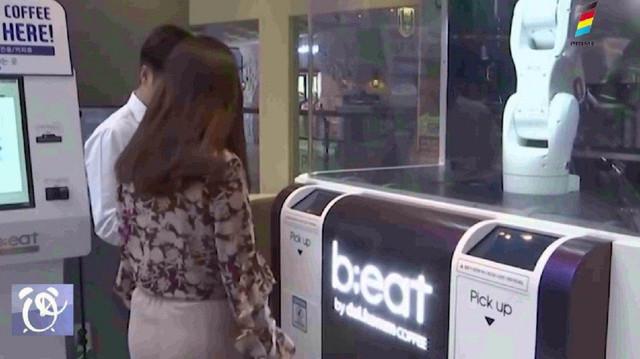 Robot pe post de barista într-o cafenea din Coreea de Sud, din cauza COVID-19