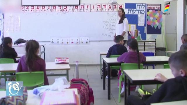 Sute de studenți și profesori, diagnosticați cu COVID-19 după ce s-au redeschise instituțiile