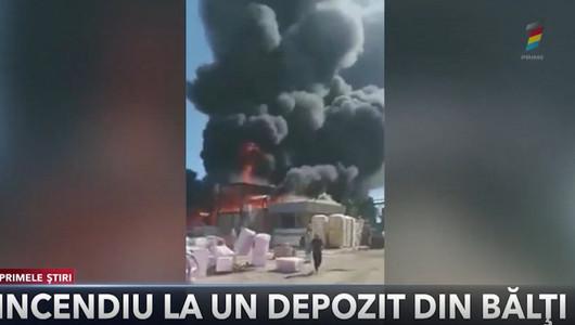 Incendiu la Bălți. Un depozit în care era păstrată vată minerală și polistiren a luat foc