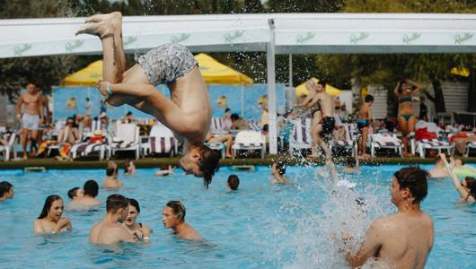 De luni, autoritățile au permis ca bazinele și piscinele din țară să-și reia activitatea, dar cu reguli stricte