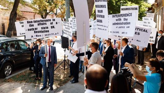 Protest la sediul delegației UE. Mai mulți membri ai Partidului ȘOR au solicitat rechemarea din funcție a ambasadorului Peter Michalko