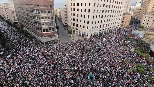 Guvernul de la Beirut a demisionat în urma protestelor masive declanșate de deflagrațiile catastrofale soldate cu sute de morți și mii de răniți