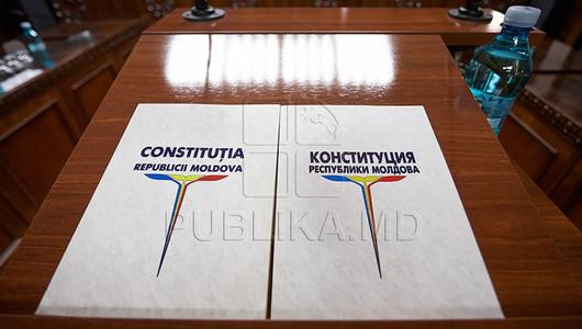 Decizie CC: Șeful statului poate fi suspendat din funcție dacă refuză să desemneze un premier propus de majoritatea parlamentară
