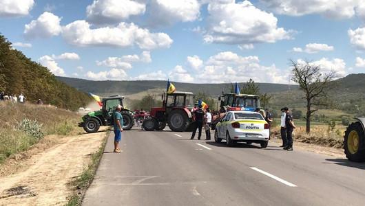 Protestul fermierilor. Sute de agricultorii din cel puțin 12 raioane din sudul și centrul țării au blocat, ieri, două trasee naționale cu tehnica agricolă din dotare