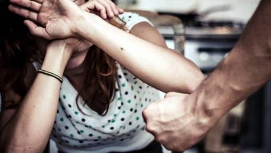 Un tânăr din Capitală riscă să înfunde pușcăria după ce și-a desfigurat în bătaie iubita de 17 ani
