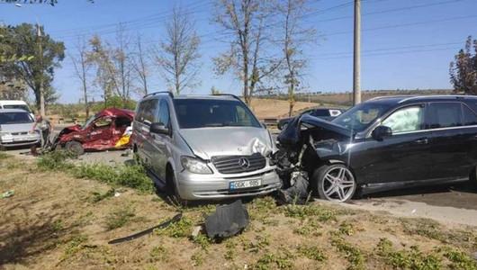 Accident îngrozitor în Capitală. Un taximetrist a decedat, iar alți doi șoferi au fost răniți, după ce automobilele pe care le conduceau s-au ciocnit violent
