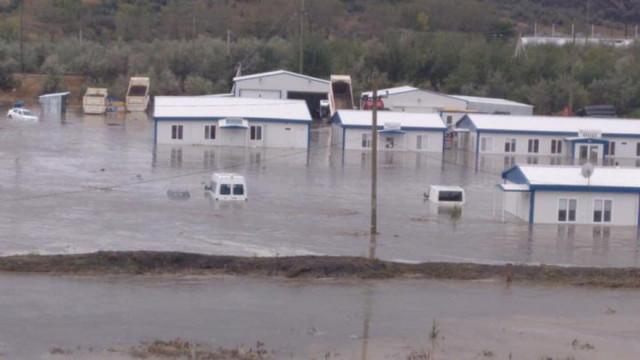 Ne-am rugat de ploaie, am primit potop! După seceta prelungită care a pârjolit Moldova, astăzi s-a rupt cerul peste mai multe localități din țară
