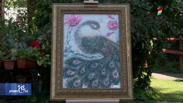 O tânără pictează tablouri cu cristale Swarovski. Află povestea Elenei Iacicurinscaia, la Prima Oră