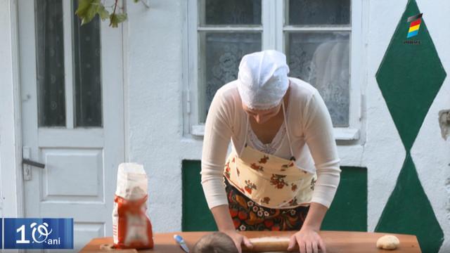 Povestea unei gospodine care gătește tăiței de casă în cantități mari și îi taie contra cronometru