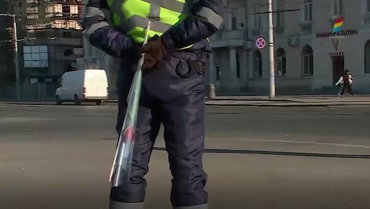 И полицейские поздравили женщин с праздником