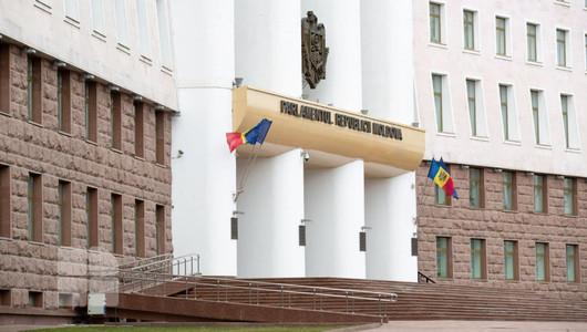 В парламенте образованы три фракции и объявлен состав каждой из них