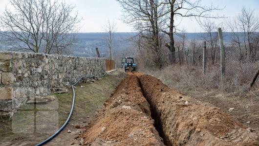 Ion Chicu afirmă că zeci de proiecte ce țin de asigurarea cetățenilor cu apă și canalizare riscă să nu mai fie implementate