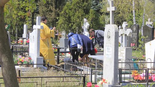 Deschideți cimitirele! Mitropolitul Moldovei cere primarului Capitalei acces în cimitire de Paștele Blajinilor