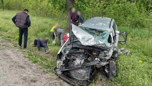 Grav accident rutier la Bălți. Cel puțin zece oameni s-au ales cu traumatisme după ce un microbuz de linie a fost lovit de un automobil