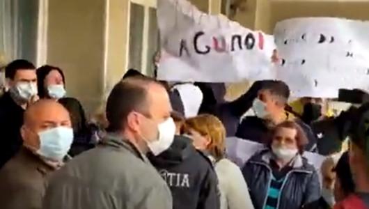 Акция протеста у мэрии Единец: жители города недовольны работой мэра