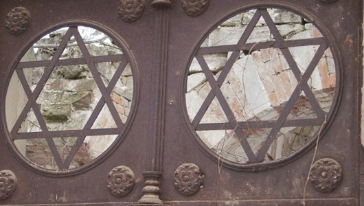 На Еврейском кладбище снесли ограду