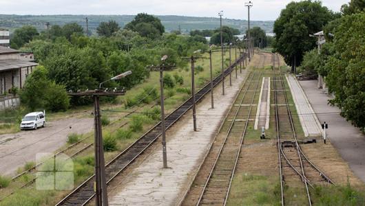 """Liniile de cale ferată din Moldova, în stare deplorabilă: """"Se desprind bucăți de metal din șină. Există pericol ca aceasta într-o zi să cedeze"""