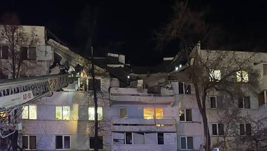 Explozie puternică într-un bloc de locuit din Tatarstan. Peste 30 de oameni, evacuați de sub dărâmături. O tânără a murit (VIDEO)